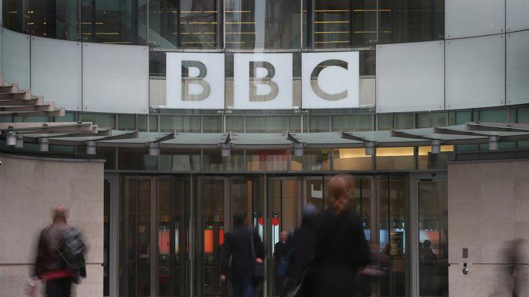 Le refus de payer les frais de licence de la BBC pourrait être dépénalisé | Actualités politiques