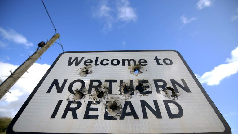 Hard border on island of Ireland will return under no-deal Brexit, says EU's Juncker