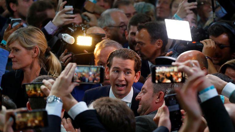 Sebastian Kurz (centre) is set to again take the top job as chancellor