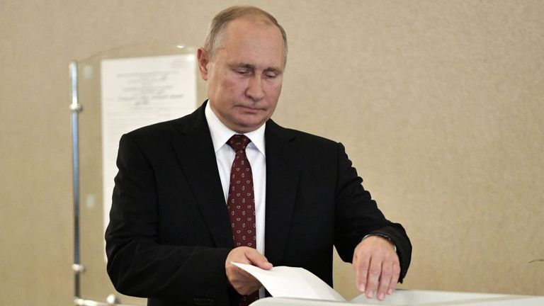 Putin casts his vote in Moscow on Sunday
