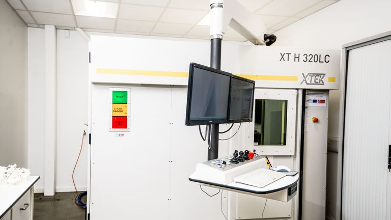 The scanning machine at the centre. Pic: WMG, University of Warwick
