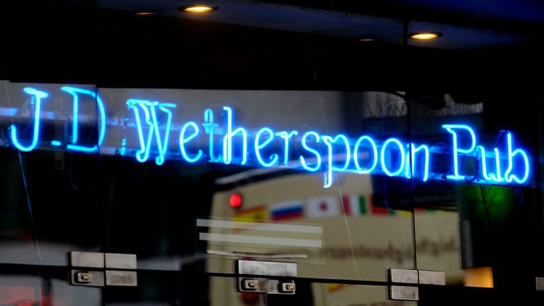 The price of a pint of beer in Wetherspoon pubs is being cut by an average of 20p