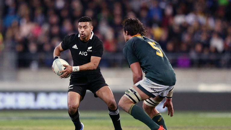 WELLINGTON, NEW ZEALAND - JULY 27: Richie Mo'unga of the All Blacks runs the ball during the 2019 Rugby Championship Test Match between New Zealand and South Africa at Westpac Stadium on July 27, 2019 in Wellington, New Zealand. (Photo by Anthony Au-Yeung/Getty Images)