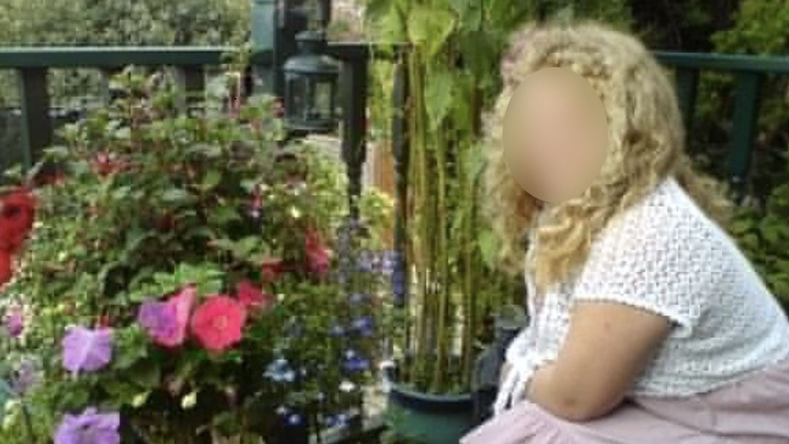 Bethany: Health secretary sorry over NHS care for locked-up autistic girl