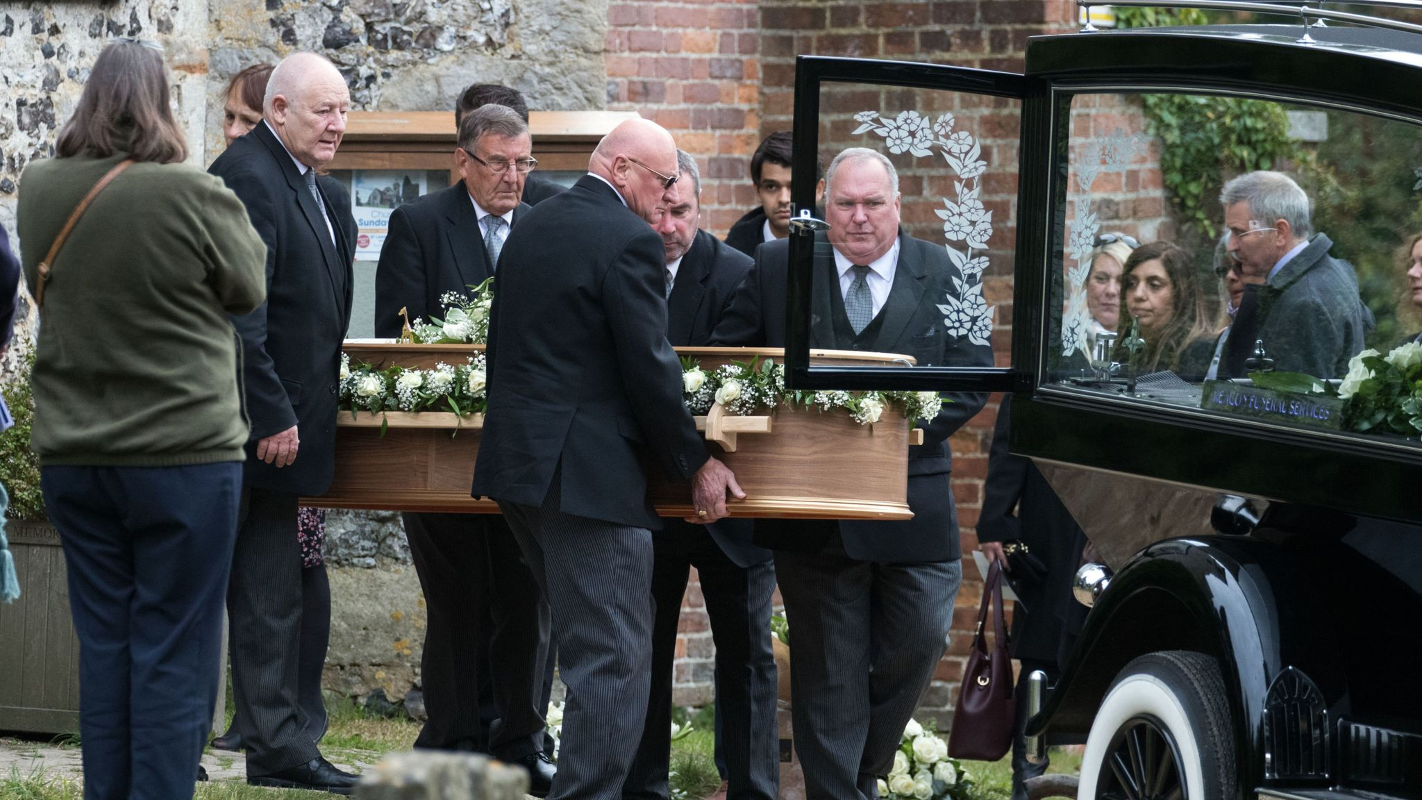 Libby Squire: Mourners bid farewell to murdered Hull student at her funeral