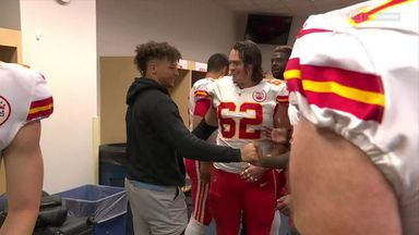 Mahomes in brace after dislocating kneecap