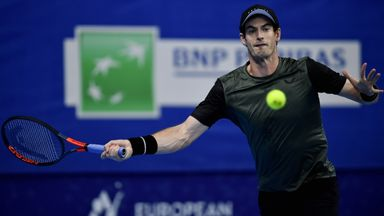 Murray reaches last four