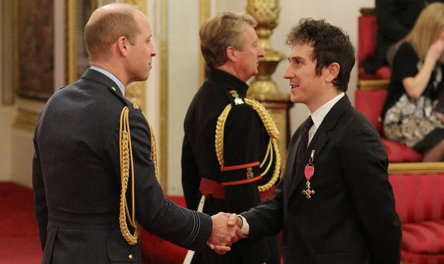 Geraint Thomas talks rugby and newborns with Prince William as he collects OBE