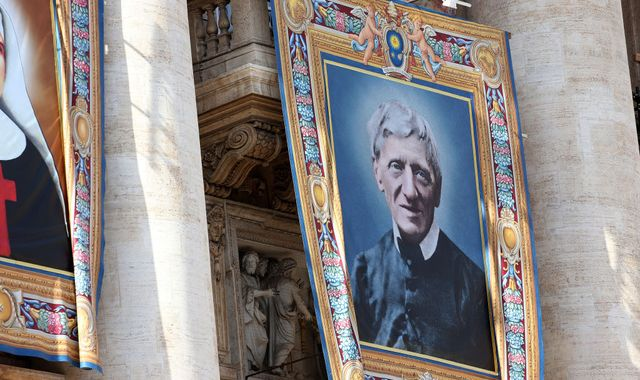 Cardinal Newman: Catholic convert made a saint at Vatican ceremony
