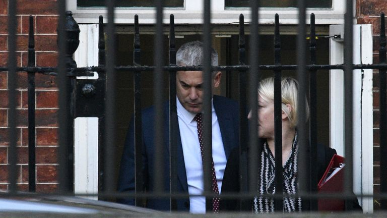 LONDON, ENGLAND - OCTOBER 17: Secretary of State for Exiting the European Union, Steve Barclay departs from the rear exit of 10 Downing Street on October 17, 2019 in London, England. British Prime Minister Boris Johnson travel to Brussels to attend his first EU Council Meeting today as he hopes to finalise the Brexit Deal. (Photo by Leon Neal/Getty Images)