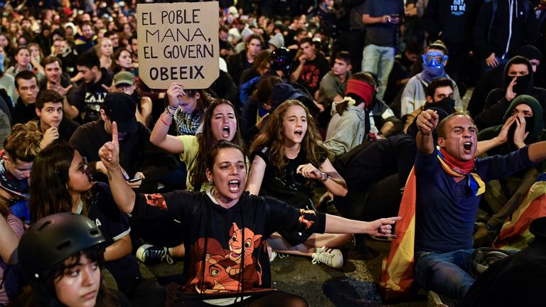 BARCELONA, SPAIN - OCTOBER 19: Demonstrators gather following a week of protests over the jail sentences given to separatist politicians by Spain's Supreme Court, on October 19, 2019 in Barcelona, Spain. Nine Catalan pro-independence leaders were sentenced to varying jail terms for sedition, in relation to the 2017 independence referendum. (Photo by Jeff J Mitchell/Getty Images)