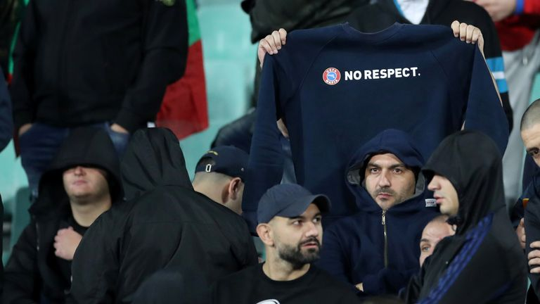 Bulgarian fans show their disdain towards UEFA's anti-racism campaign
