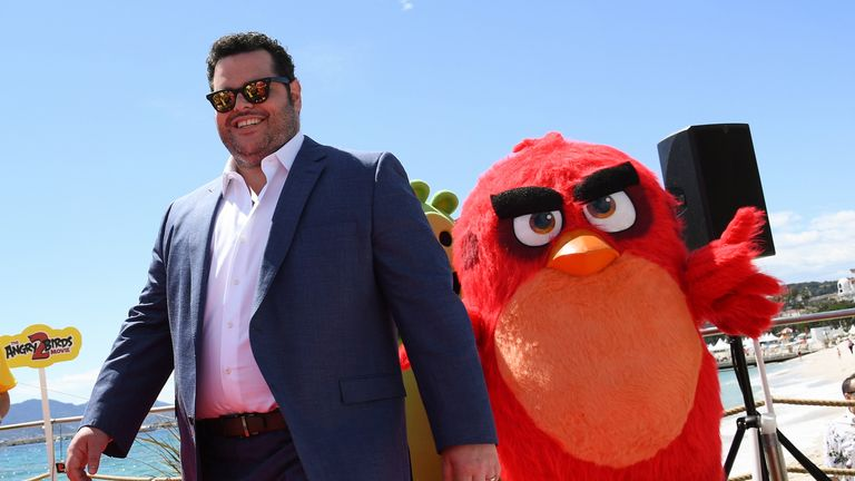 """Josh Gad (C) ('Chuck' English Language) of """"The Angry Birds Movie 2"""" joins film director Thurop Van Orman & film producer John Cohen along with international star cast Sergey Burunov ('Leonard', Russia), Enzo Knol ('Chuck', The Netherlands), Irma Knol ('Bomb's Mom', The Netherlands) & Sonia Plakidyuk ('Fuchsia', Ukraine) for a photocall to launch a brand new scene of the animated film"""