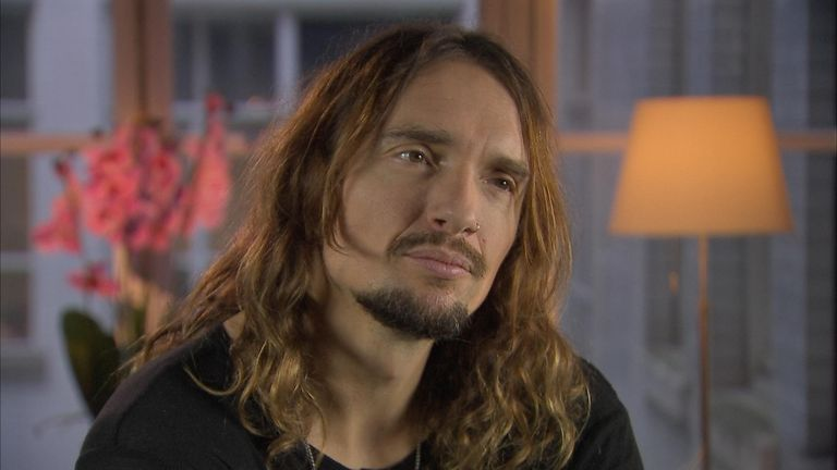 Le chanteur de The Darkness, Justin Hawkins, s'excuse pour la couverture de l'album de Easter Is Cancelled | Ents & Arts Nouvelles