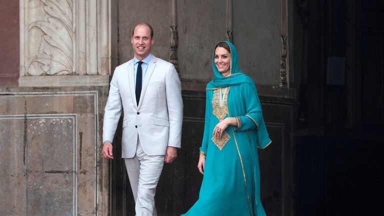 Prince William and Kate outside the Badshahi Mosque
