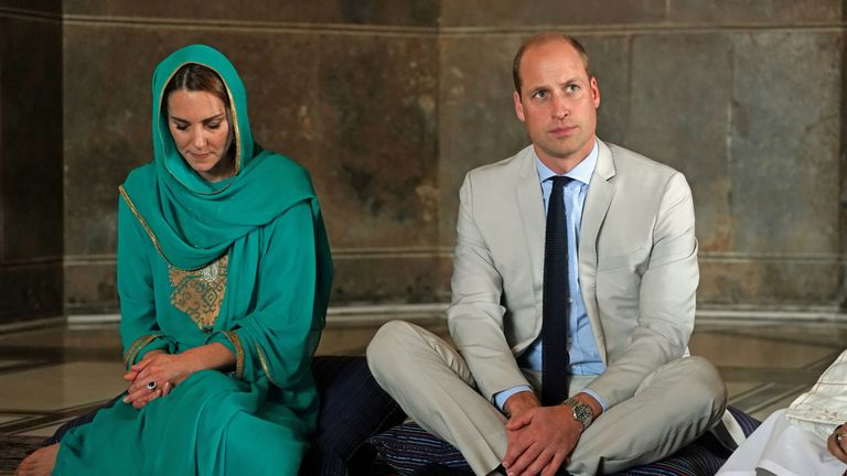 Prince William and Kate visit the Badshahi Mosque