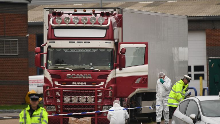 39 bodies found in lorry trailer