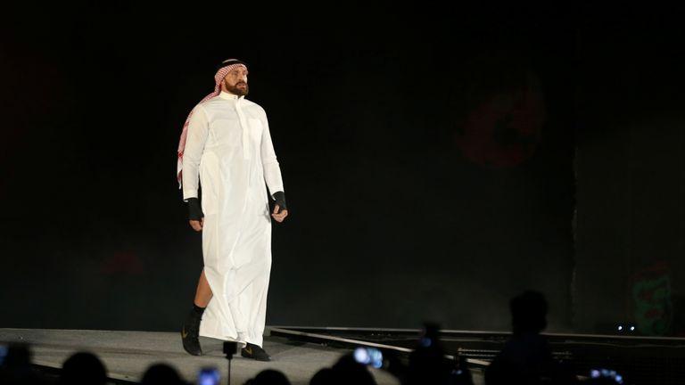 The Briton chose traditional Saudi attire for his entrance into the arena