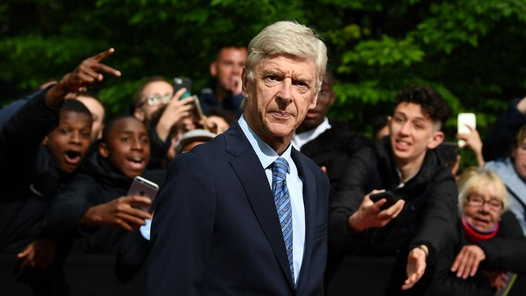 Sir Alex Ferguson in special tribute to 'absolute legend' Wenger