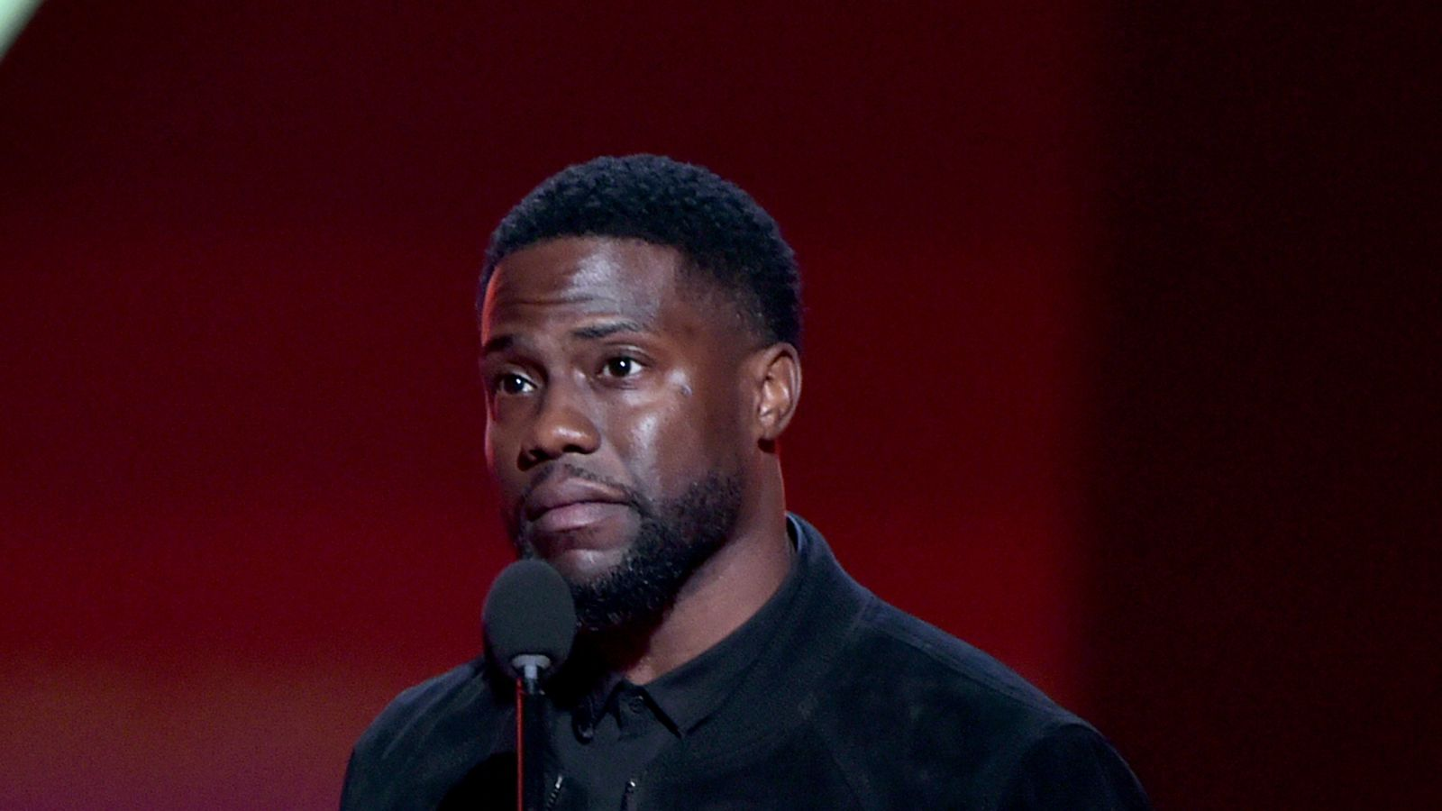 Kevin Hart makes first appearance since crash saying he's grateful to be there - Sky News