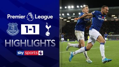 Everton score late to hold Spurs
