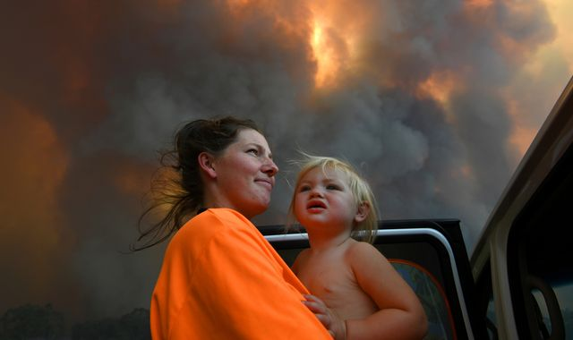 'Too late' for people to leave homes as Oz bushfires rage