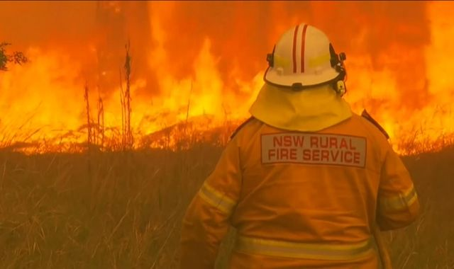Australia: NSW bushfires at emergency levels as people told to find shelter