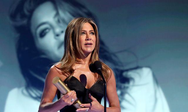 People's Choice Awards: Jennifer Aniston, Gwen Stefani and P!nk pick up icon prizes