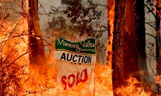 Australia bushfire 'came through like a cyclone', says family