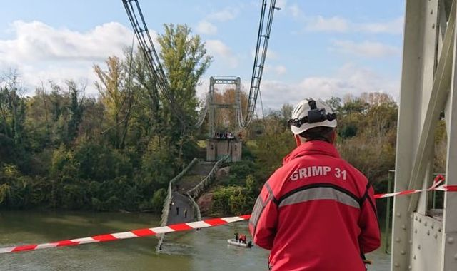 Girl, 15,  dies in suspension bridge collapse in Toulouse