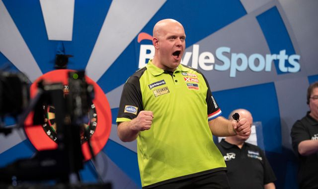 Grand Slam of Darts: Michael van Gerwen, Gerwyn Price, Glen Durrant and Peter Wright chase glory