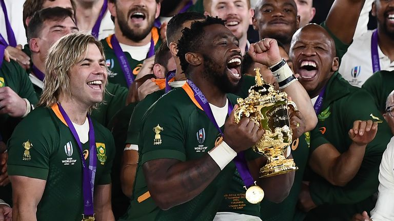 South African flanker Siya Kolisi (C) raises Webb Ellis Cup as they celebrate victory in the 2019 Rugby Japan World Cup final between England and South Africa at Yokohama International Stadium in Yokohama on November 2 of 2019 (Photo: CHARLY TRIBALLEAU / AFP) (Photo by CHARLY TRIBALLEAU / AFP via Getty Images)