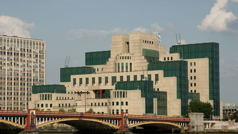 Vauxhall Bridge with the MI6 HQ behind