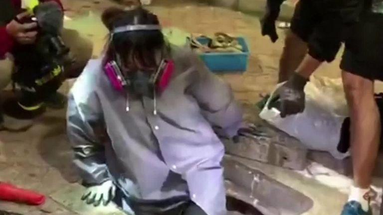 Hong Kong protesters escape univesity through sewage pipes