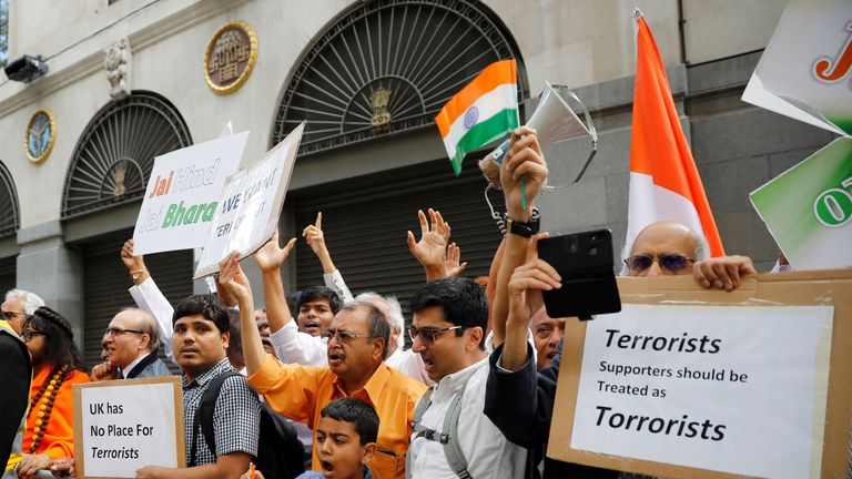 Pro-India demonstrators hold placards as they protest outside of the Indian High Commision in central London on August 15, 2019. - India's Prime Minister Narendra Modi's Hindu-nationalist government imposed direct rule on the Indian held portion of Kashmir on August 5, setting off a new crisis in one of the world's most volatile security flashpoints. Kashmir has been divided between Pakistan and India since independence from the British in 1947. (Photo by Tolga AKMEN / AFP) (Photo credit should