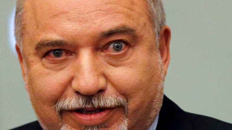 Potential kingmaker, Avigdor Lieberman, declined to back either men as the deadline neared