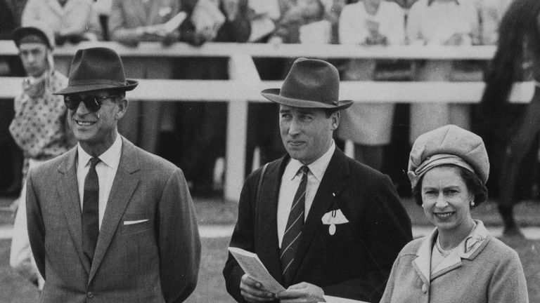 Queen Elizabeth II and the Duke of Edinburgh (left) talking to racing manager Lord Porchester, or Henry Herbert, at Newbury Races, England, September 30th 1969. (Photo by Roger Jackson/Central Press/Getty Images)
