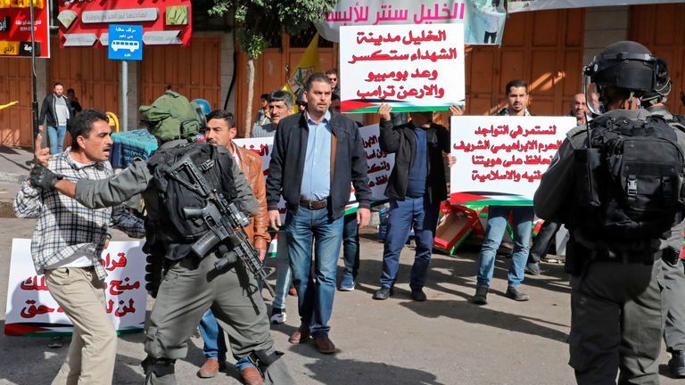 Palestinian protesters scuffle with Israeli security forces