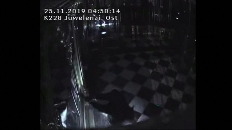 Security footage shows the moment thieves smashed open one of the display cabinets at Dresden's Green Vault Museum, before stealing three ensembles of early 18th century jewellery.