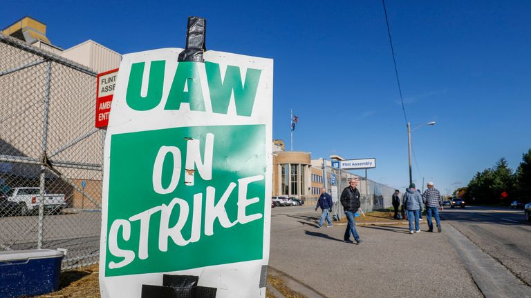 FLINT, MI - OCTOBER 23: United Auto Workers union members picket at the General Motors Flint Assembly plant for the sixth week of their national strike against General Motors on October 23, 2019 in Flint, Michigan. UAW members are voting on a tentative agreement this week and the results will be announced this Friday. The strike is the longest UAW national strike since 1970. (Photo by Bill Pugliano/Getty Images)