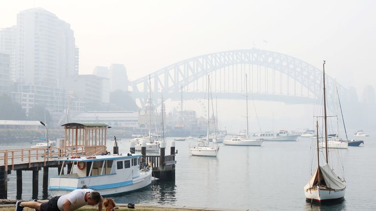 Smoke shrouds the Sydney Harbour Bridge on November 21, 2019 in Sydney, Australia