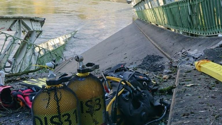 Diving equipment is being used in the search. Pic: Sapeurs-pompiers 31