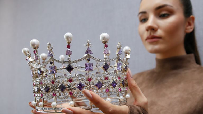 The crown that was taken away from Ms Didusenko