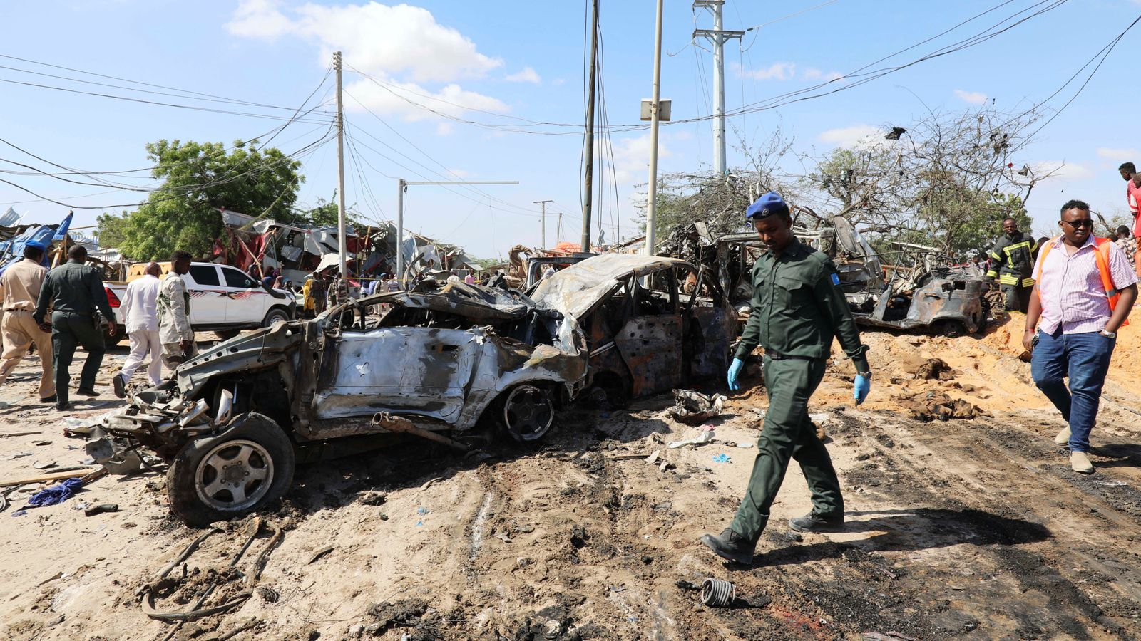 At least 73 dead in Somalia checkpoint car bombing - EpicNews