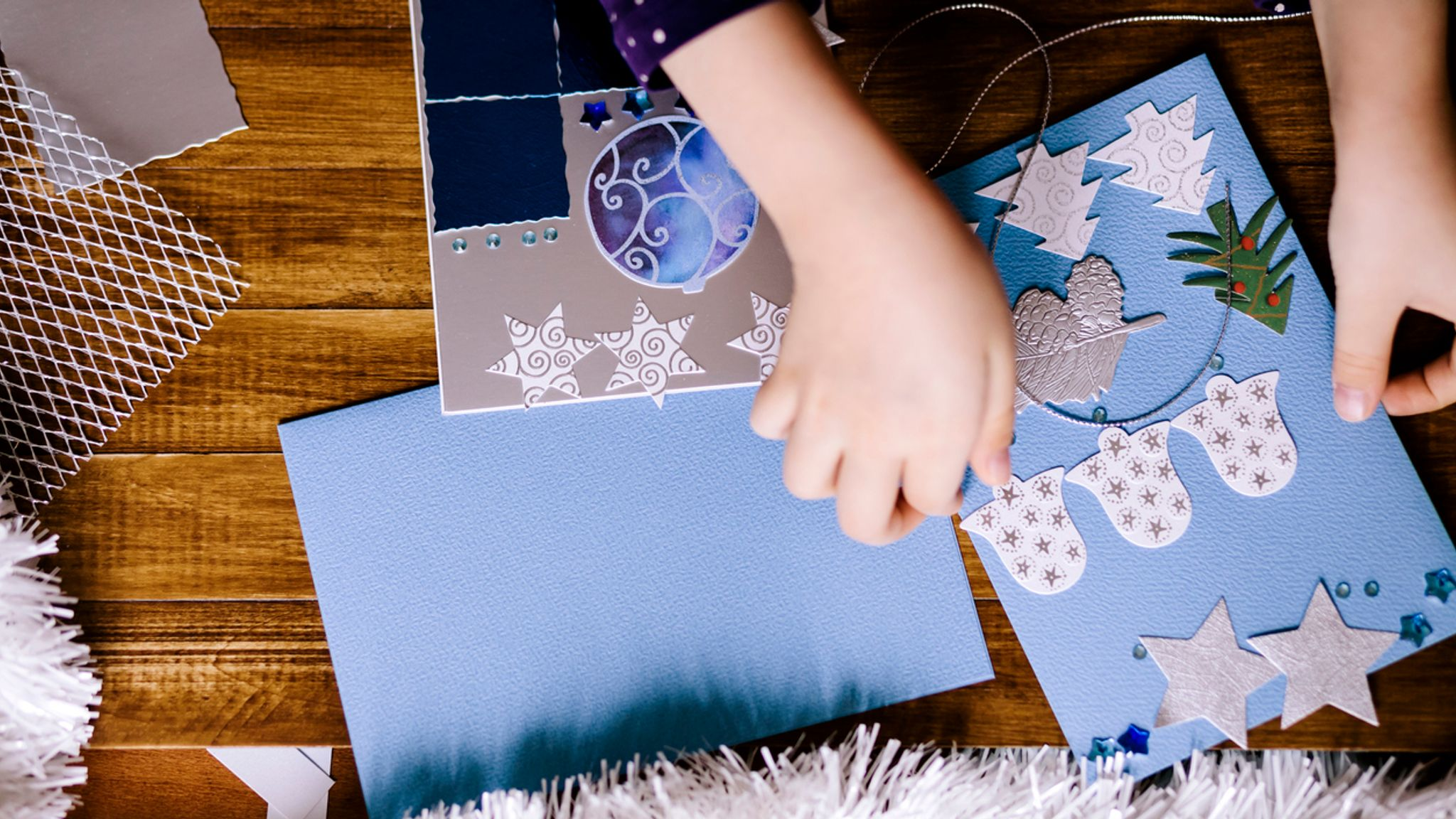 School bans children from sending Christmas cards to protect the environment