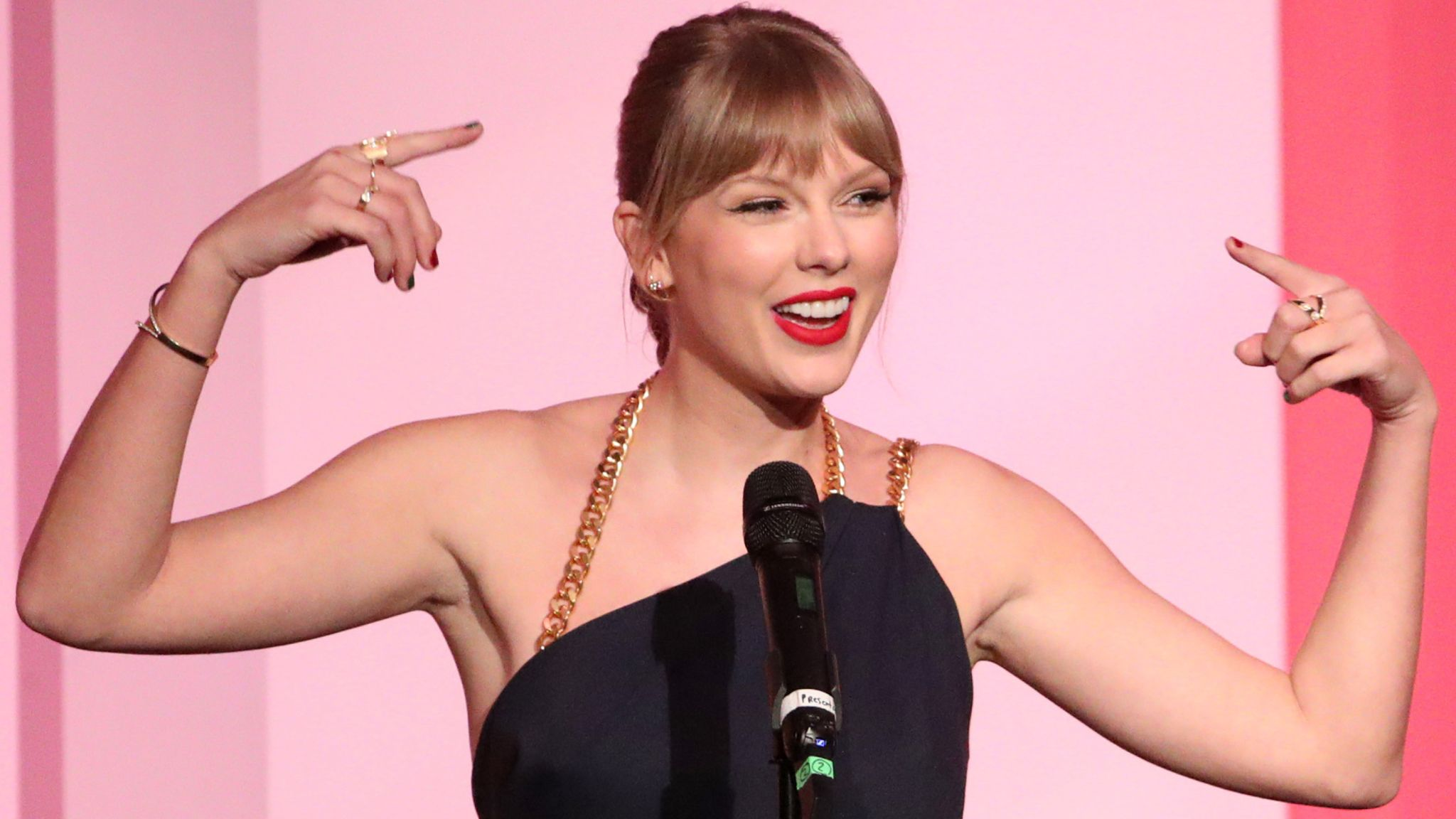Taylor Swift calls out Scooter Braun in Billboard acceptance speech