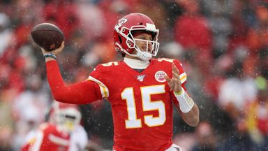 Mahomes throws 41-yard TD in the snow!