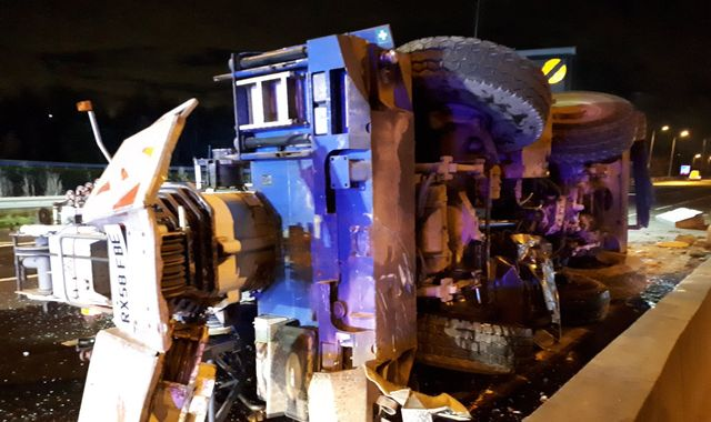 M25 major disruption after overturned crane smashes central reservation