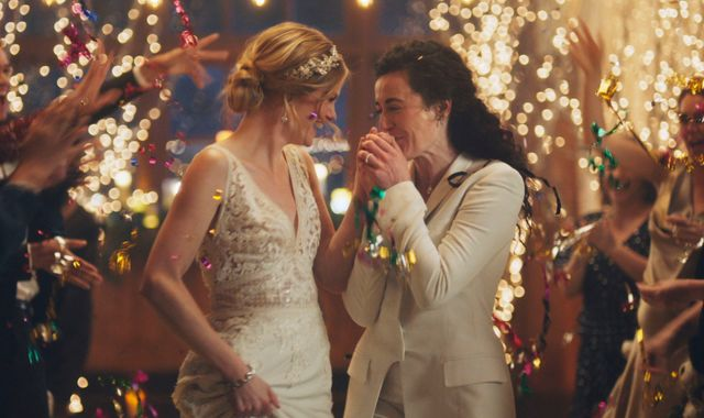 Lesbian kiss row: Wedding planning site hits out at Hallmark for pulling adverts