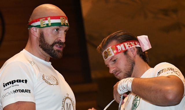Tyson Fury splits with trainer Ben Davison and suggests replacement
